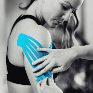 Il kinesiotaping è un metodo molto diffuso in ambito sportivo poiché consente di ridurre il dolore preservando la liberta di movimento: per informazioni affidati agli esperti di Kineia.